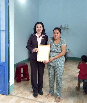 Trao nhà đại đoàn kết cho 6 hộ nghèo