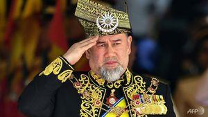 Vua Malaysia bất ngờ thoái vị sau khi cưới hoa hậu người Nga