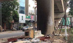 Ngăn chặn hiện tượng đổ, đốt rác tại chân trụ cầu đường sắt Cát Linh - Hà Đông