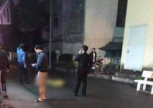 Một phụ nữ rơi từ tầng cao chung cư xuống đất tử vong