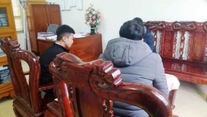 Thanh Hóa: Thầy hiệu trưởng bị tố dùng tay bóp cổ gây xước da học sinh