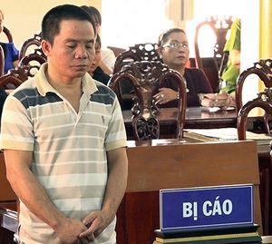 'Gã cha nuôi' đồi bại, lãnh án 15 năm tù