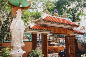 Ngôi chùa màu sắc rực rỡ 100 năm tuổi giữa Sài Gòn