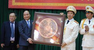 Thủ tướng Nguyễn Xuân Phúc thăm, chúc Tết Công an tỉnh Đắk Nông