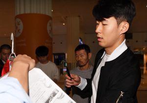 Son Heung-min khiêm tốn trước báo chí trong ngày đặt chân tới UAE