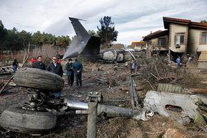 Hình ảnh thương tâm của vụ rơi máy bay Boeing 707 tại Iran