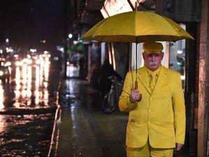 Cụ ông 35 năm chỉ mặc đồ màu vàng