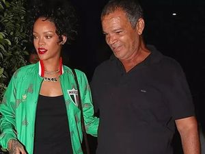 Ngôi sao ca nhạc Mỹ Rihanna khởi kiện bố đẻ
