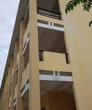 Giặt khăn lau bảng, nữ sinh lớp 9 bị mảng tường rơi trúng gãy chân