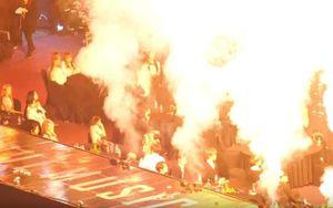 SMA 2019: Dàn thần tượng hoảng loạn vì pháo sáng, lửa sân khấu quá gần khu vực ngồi