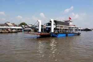 Xe tải lao từ phà xuống sông ở An Giang, một người mất tích