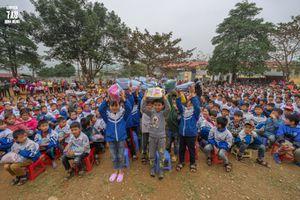 Hành trình chia sẻ yêu thương tới tỉnh Hòa Bình của sinh viên trường Báo