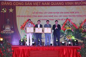 Xã Phụng Công đón nhận Bằng công nhận Làng nghề hoa, cây cảnh truyền thống