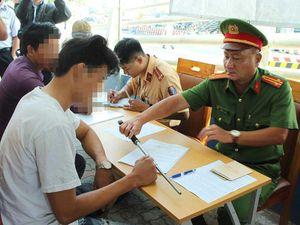 CSGT lập chốt ở Cát Lái kiểm tra ma túy tài xế