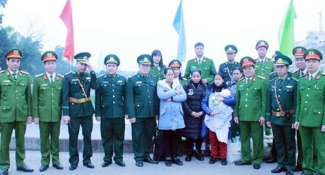 Tiếp nhận 4 phụ nữ và 1 trẻ em trong vụ nghi đưa người sang Trung Quốc sinh con rồi bán