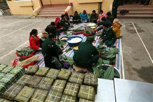 Ấm áp ngày hội bánh chưng xanh cho người nghèo vùng biên giới