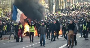Biểu tình 'áo gile vàng' chưa buông tha Chính phủ Pháp