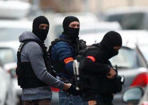 Nổ súng, cướp xe chở tù nhân ngay trước tòa án ở Pháp