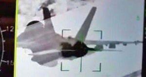 Rộ hình ảnh Su-35 của Nga khóa mục tiêu F/A-18 của Mỹ