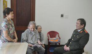 Giám đốc Công an thành phố thăm các gia đình cán bộ lãnh đạo công an qua các thời kỳ