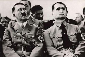 'Phó tướng' thân cận của Hitler đào thoát bằng chiêu thế thân?