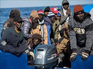 Italy cho phép 47 người di cư lên bờ