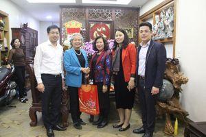 Phó Chánh án TANDTC Nguyễn Thúy Hiền chúc Tết các đồng chí nguyên lãnh đạo Tòa án, Trọng tài Kinh tế Nhà nước
