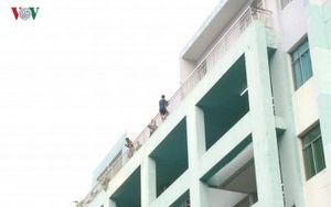 Mâu thuẫn gia đình, người đàn ông nhảy lầu tự tử tại bệnh viện
