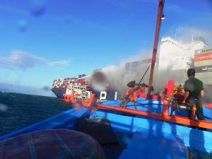Ninh Thuận: Cứu sống 10 thành viên trên Tàu hàng APL Vancouver bốc cháy trên biển