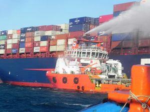 Cứu hộ tàu chở hàng bốc cháy trên biển Ninh Thuận