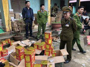 Cục Quản lý thị trường Lạng Sơn thu giữ 200kg pháo nổ