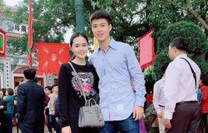 Lâm 'Tây' đón Tết ở Thái Lan, Duy Mạnh cùng bạn gái đi chùa