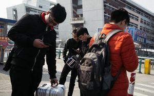 Cái Tết buồn của các công nhân nhà máy lắp ráp iPhone tại Trung Quốc