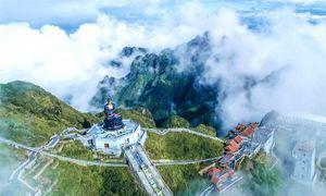 Ngắm dáng chùa Việt ẩn trong dáng núi, đẹp kỳ ảo giữa chốn mây bồng Fansipan