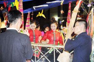 Yên Bái: Khắp báo sao của người Thái Mường Lò