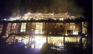 Điện Biên: Nam thanh niên say rượu, tự tay châm lửa đốt rụi nhà mình