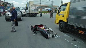 Bắc Giang: Xe máy kẹp 3 va chạm ô tô tải, 3 thanh niên tử vong