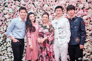 Phạm Thừa Thừa khoe ảnh gia đình ngày Tết Kỷ Hợi, Phạm Băng Băng tạo dáng 'nhí nhố' cùng em trai