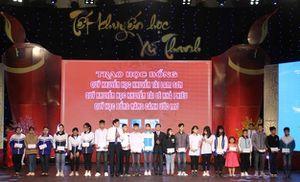 Thanh Hóa: Tết khuyến học xứ Thanh trao học bổng cho HS-SV nghèo vượt khó