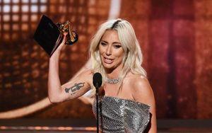 Lady Gaga bật khóc, Ariana Grande bỏ rơi Grammy phút cuối vẫn có giải