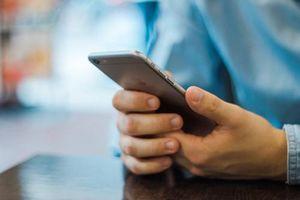 Tâm sự nhói lòng của con trai 9 tuổi về ông bố nghiện điện thoại