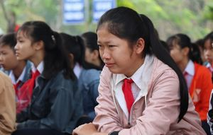 Buổi chào cờ đẫm nước mắt ở ngôi trường có 6 học sinh chết đuối
