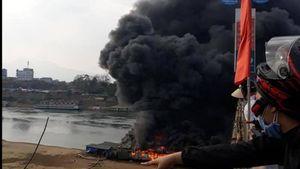 Nhà hàng nổi trên sông Lô bất ngờ cháy ngùn ngụt