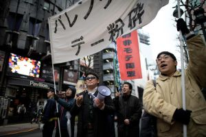 Nhóm thanh niên Nhật biểu tình đòi đập tan Valentine