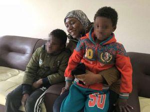 Cuộc đoàn tụ của người mẹ và hai con bị IS bắt cóc 5 năm
