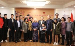 HLV Park Hang Seo gặp Văn Thanh, Đình Trọng ở Hàn Quốc