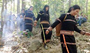 Lễ cúng rừng trên núi Kraih