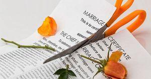 Bị chú rể mắng ngu ngốc, cô dâu đòi ly dị ba phút sau khi kết hôn