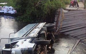 Đi theo chỉ dẫn của Google Maps, tài xế xe tải bị rơi xuống sông