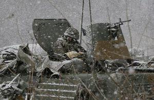 Muôn vàn kiểu ngủ 'độc, lạ' của binh sỹ trên chiến trường